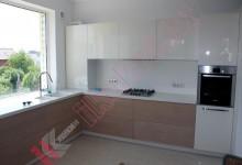 Кухня с каменной столешницей №02