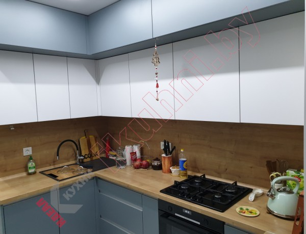 Кухня с фасадами из PIOMBO №01