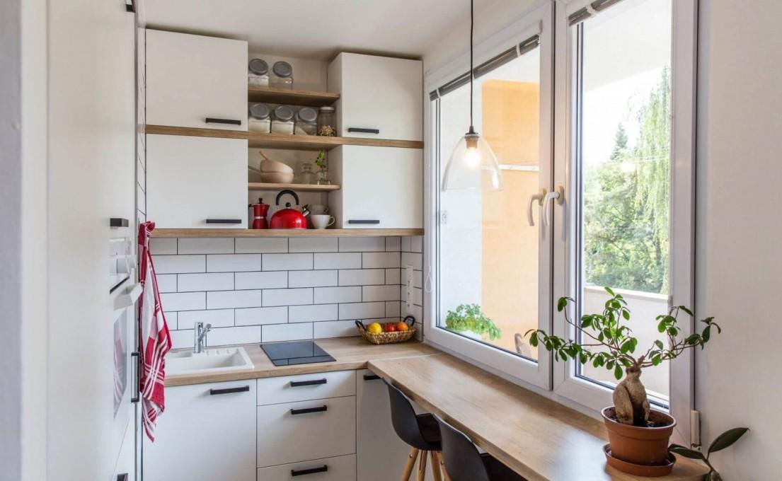 Кухни под окно: в чем их преимущество