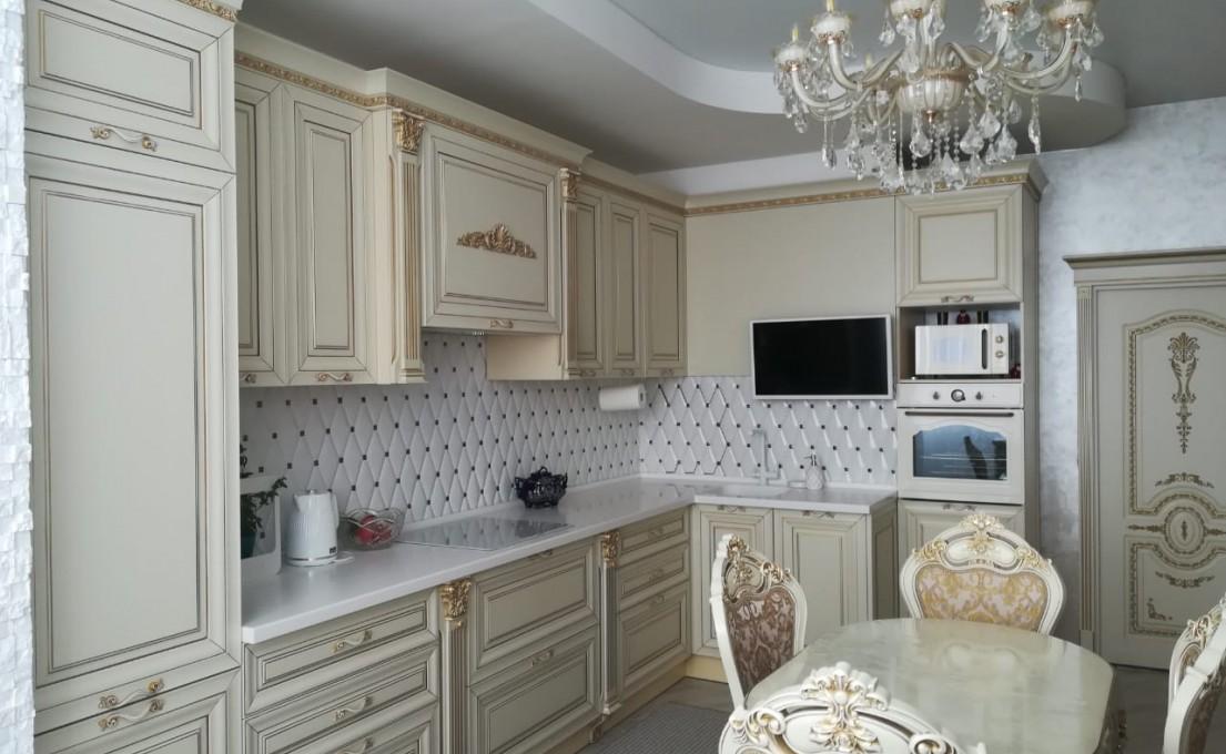 Выбираем кухню с фасадами из массива под эмалью